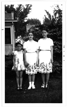 The Langguth sisters in the 1940s, left to right, JoEllen, Camilla, and Mona